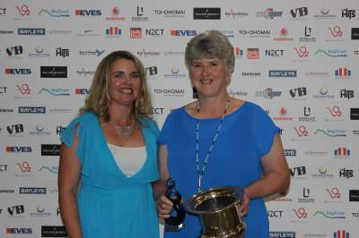 Sport BOP CEO Heidi Lichtwark with Heather Burling, on behalf of Supreme Winner Peter Burling.