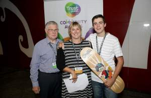 Mayor Garry Webber with Erin and Sam Cartwright of Omokoroa Community Skate Group at the 2016 Trustpower National Community Awards.